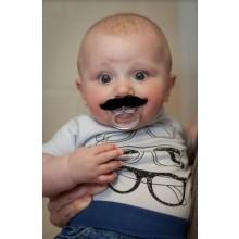 Sut med Overskæg